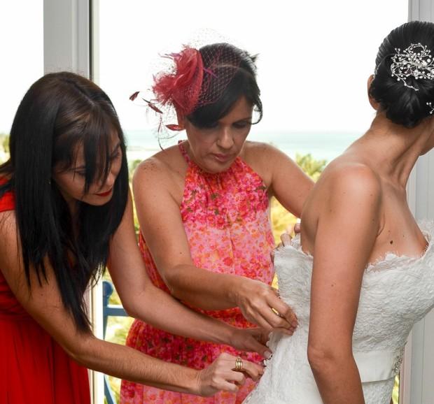 preparacion de-la-novia-fotografia-de-bodas-papaya-estudio